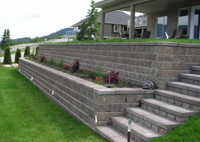 Nice planter area between walls